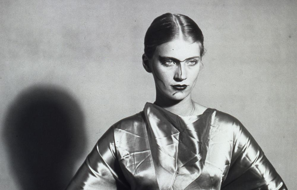Lee Miller, le visage peint 1930 circa - 1980 épreuve gélatino argentique, tirage tardif 30,9 x 22,1 cm