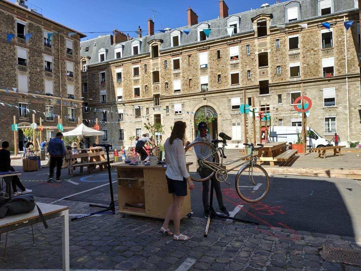 Réparation de vélos aux Cinq Toits