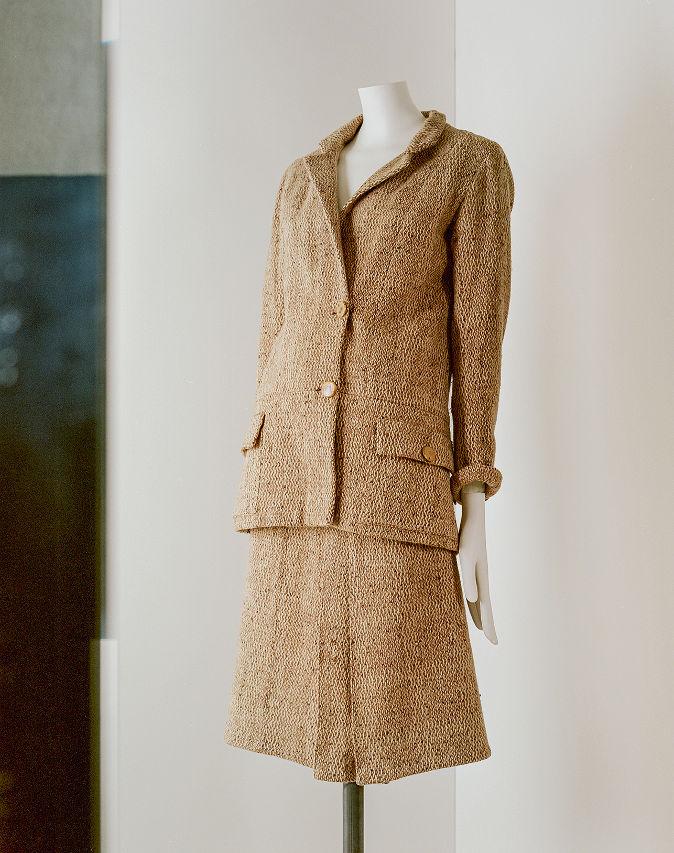 Tailleur, entre 1927 y 1929 Tweed de lana marga marrón y crudo Tailleur, entre 1927 y 1929 Tweed de lana moteada marrón y blanco roto París, Patrimoine de CHANEL