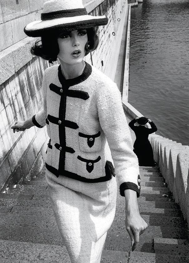 William Klein.  Dorothy y Little Bara se vistieron de sacerdote.  Publicado en Vogue, octubre de 1960. William Klein.