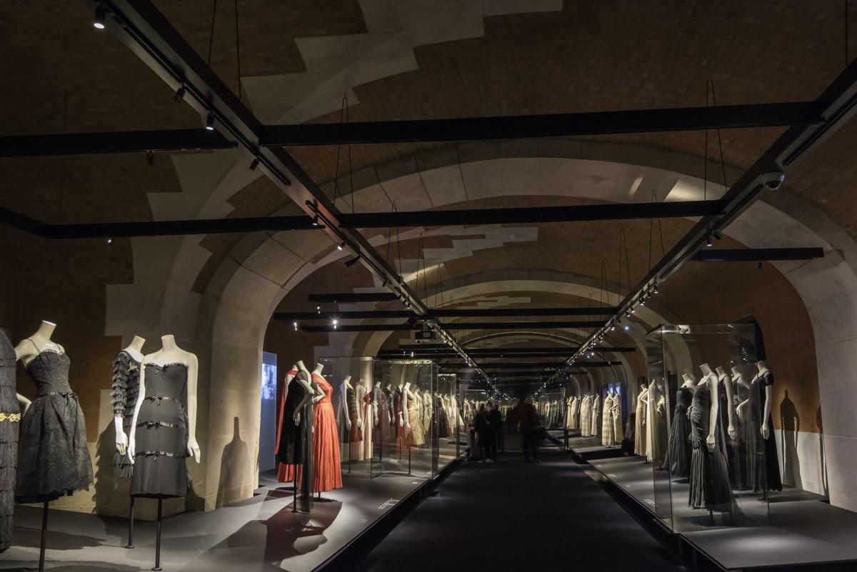"""Vista de la exposición """"Gabrielle Chanel, manifiesto de moda"""" en el Palais Galliera"""