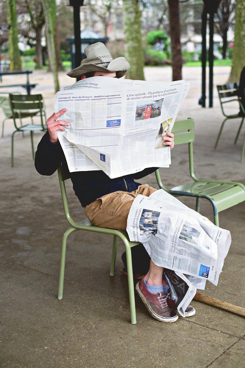 Paulien Oltheten, Reading the news, Paris 2016