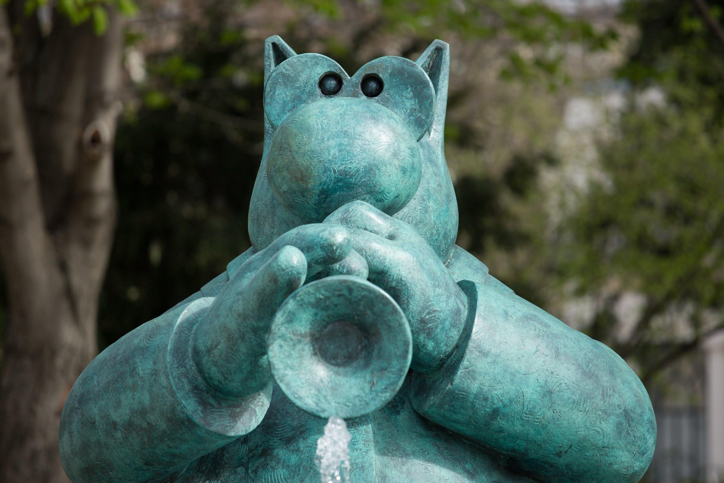 """""""Le chat déambule"""", sculptures de Philippe Geluck sur les Champs-Elysées."""