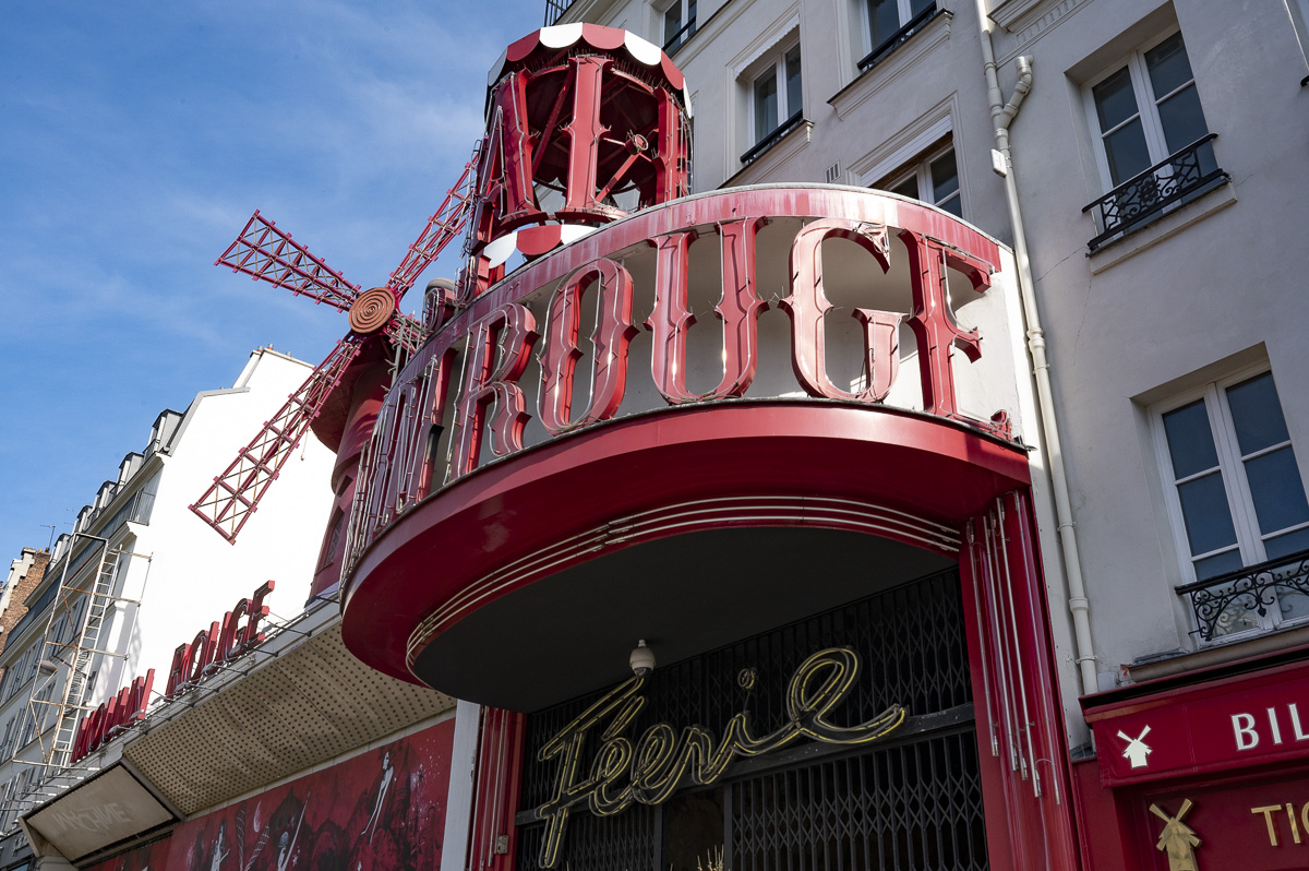 Le Moulin Rouge.