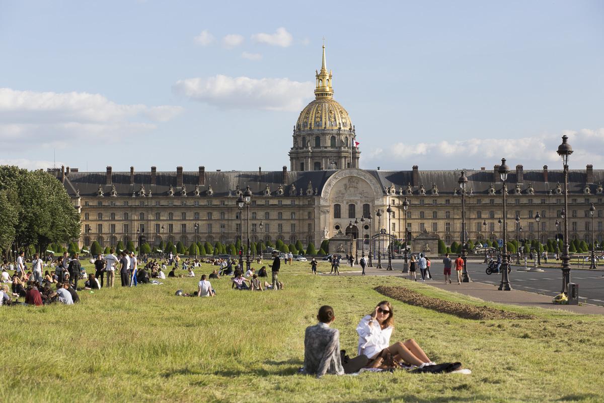 L'Hôtel des Invalides depuis l'esplanade des Invalides.