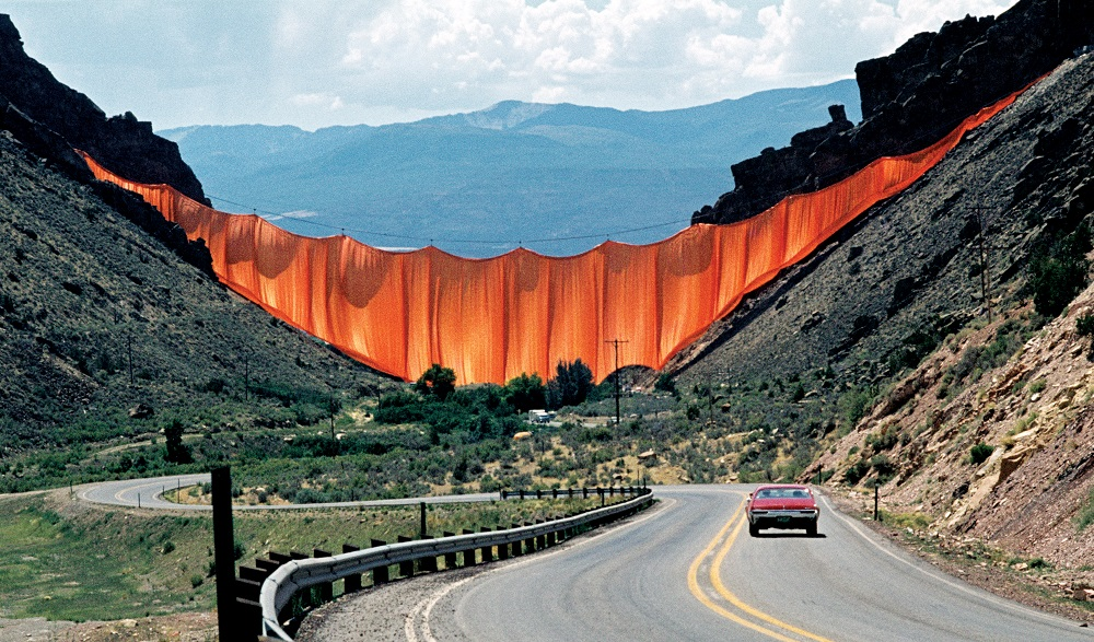 Christo and Jeanne-Claude - Valley Curtain, Rifle, Colorado, 1970-72