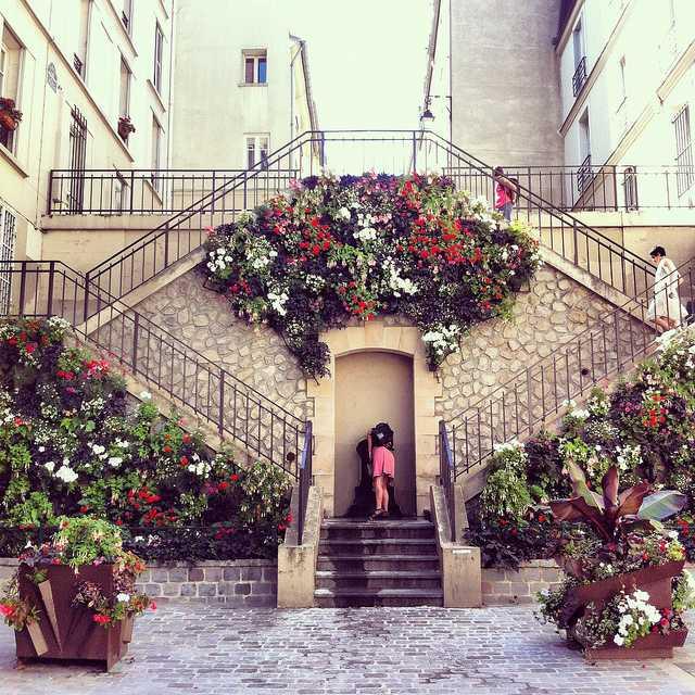 escaliers en fleurs