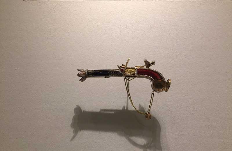 Un pistolet? Non un diffuseur de parfum