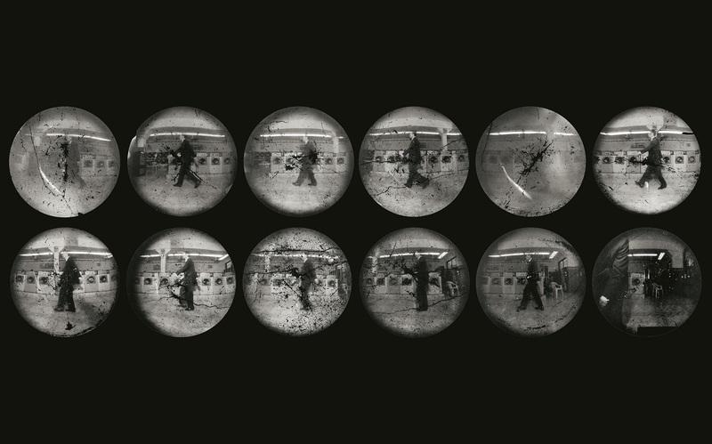 STEVEN PIPPIN Laundromat Locomotion (Walking Backwards), [Marche à reculons] L-L n°04, 1997 Douze épreuves positives par contact des films négatifs originaux