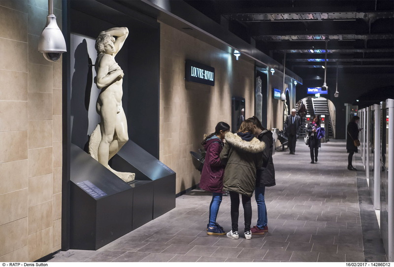 Métro Louvre-Rivoli