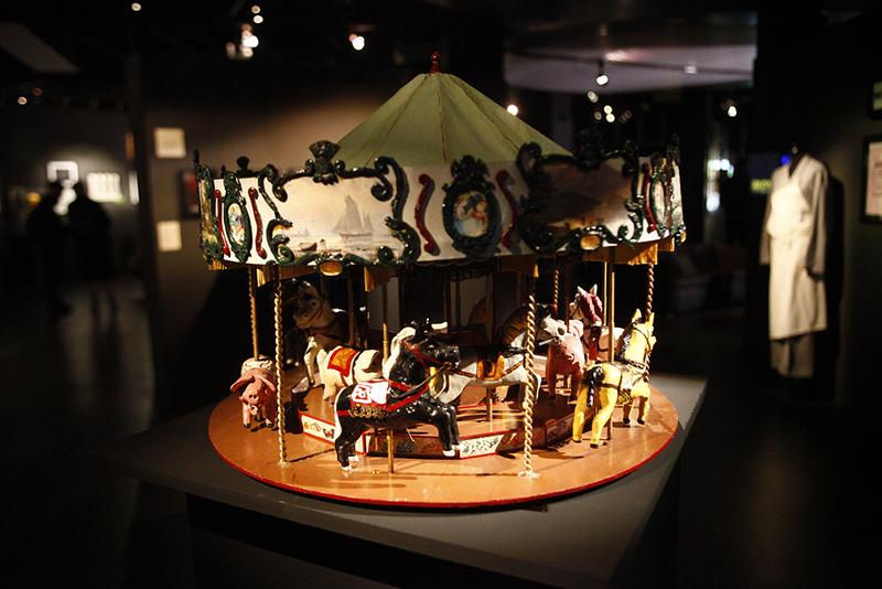 Exposition Caro / Jeunet à la Halle Saint Pierre