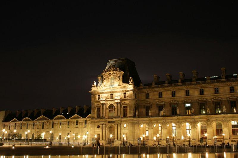 Palais du Louvre de Nuit