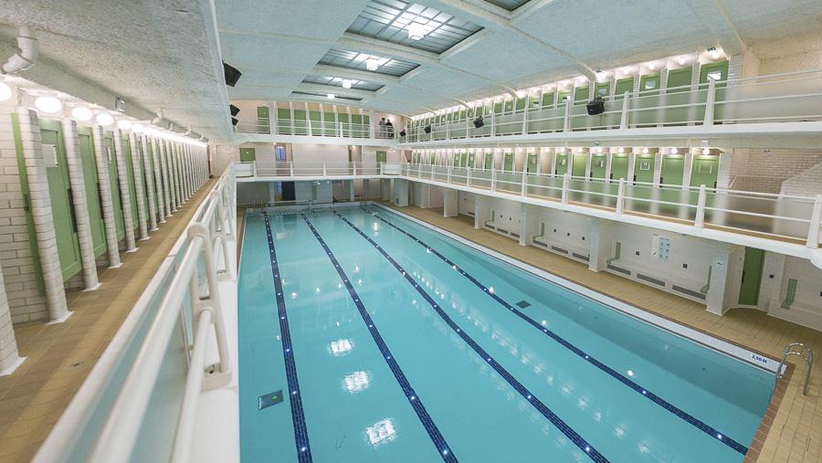 Les amiraux r ouverture de la piscine la plus arty de for Piscine des amiraux