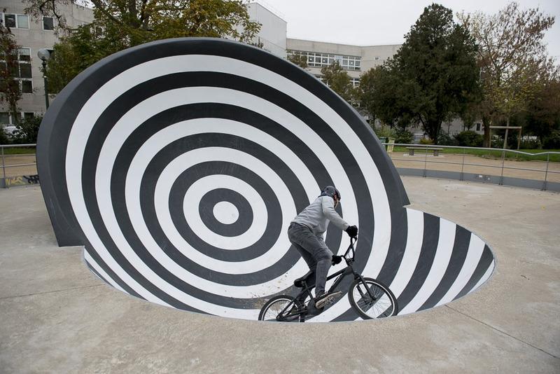 Skate parc de la porte d'Italie par l'artiste Peter Kogler