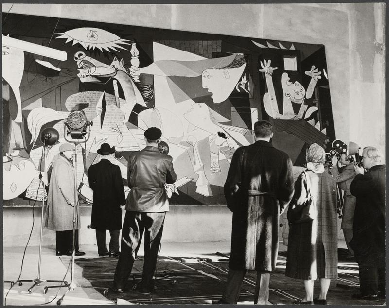 """Huile sur toile """"Guernica"""" lors de l'exposition """"Guernica"""" au Nationalmuseum, Stockholm, en octobre-décembre 1956, 1956"""