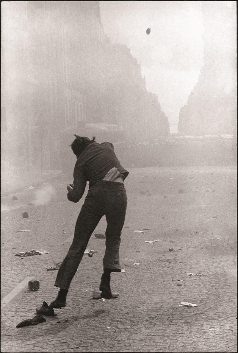 Le lanceur de pavé, Paris, mai 1968