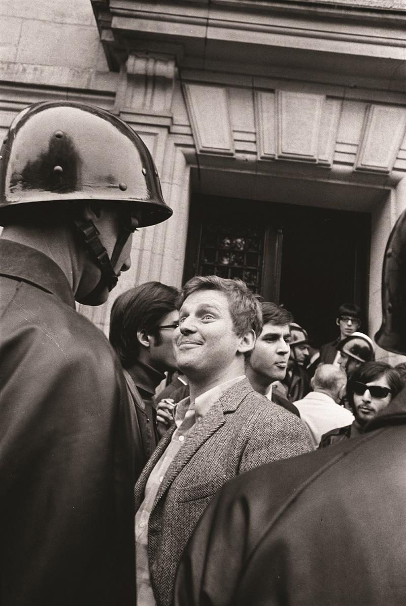 Daniel Cohn-Bendit devant la Sorbonne, Paris, mai 1968
