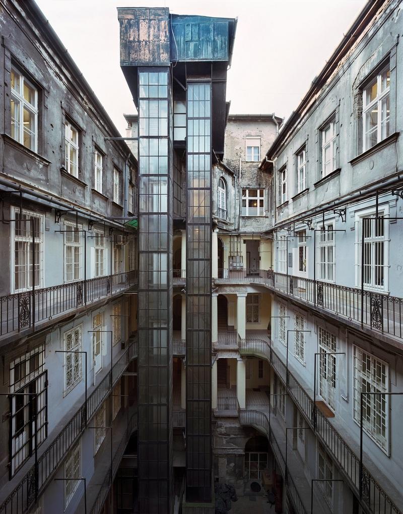 Hold utca 21, Budapest, 2014
