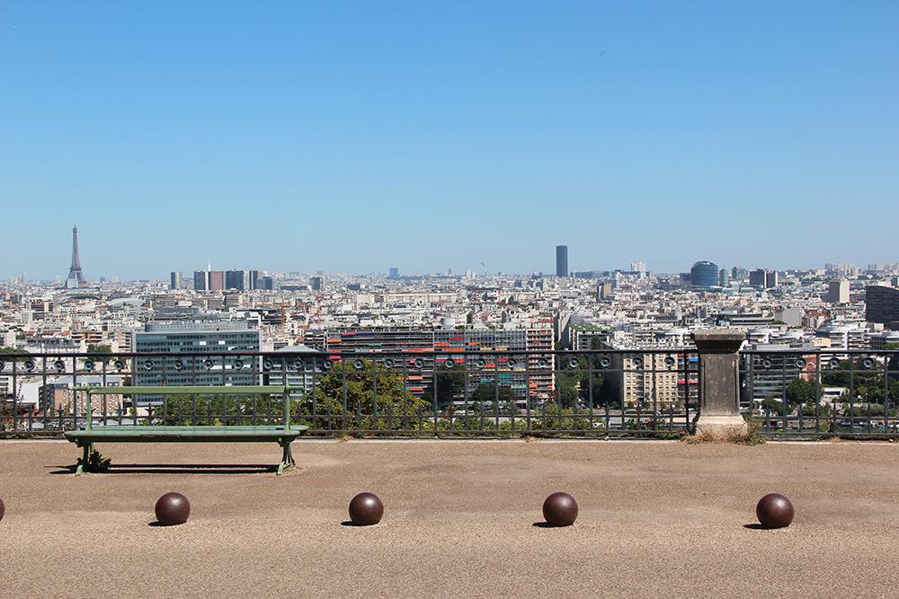 Belvédère au sein du domaine national de Saint-Cloud offrant une vue panoramique sur Paris et ses alentours dont la Tour Eiffel, le quartier de la Défense et la Tour Montparnasse à Saint-Cloud (92)