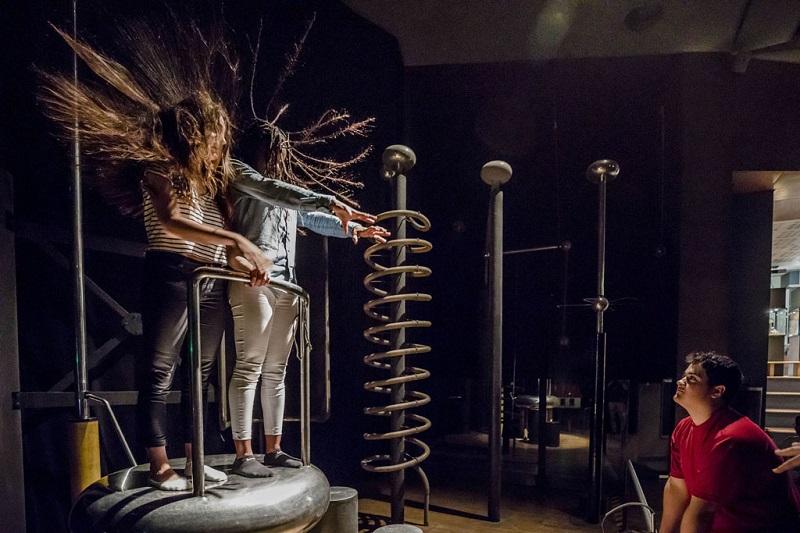 Animation sur l'électrostatique au Palais de la découverte