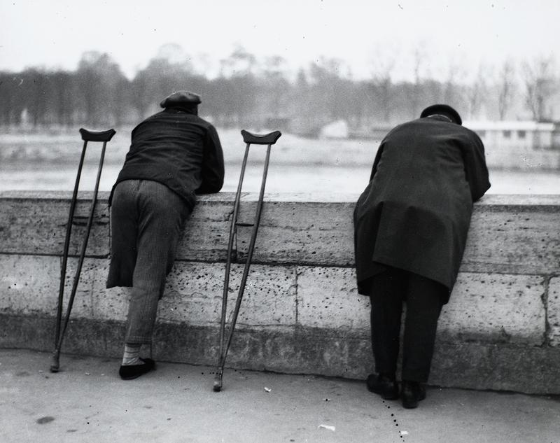 ANDRÉ KERTÉSz Sur les quais, près de Saint-Michel ,1926 Épreuve gélatino-argentique Centre Pompidou