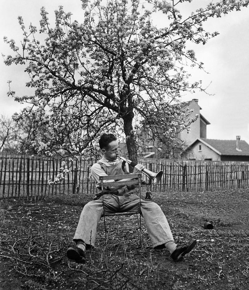 Le Clairon du dimanche matin Antony 1947 Atelier Robert Doisneau