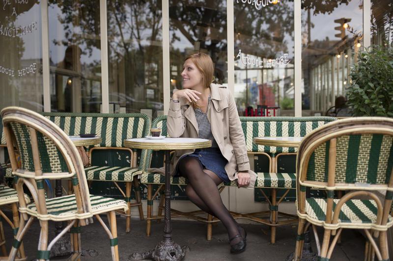 Parisienne au café