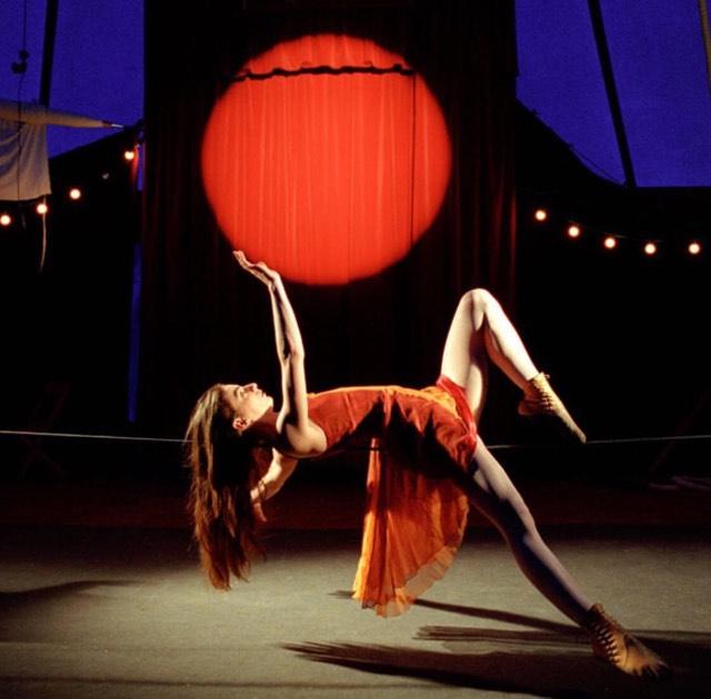Cirque Tsigane Romanès - La trapéziste des anges !