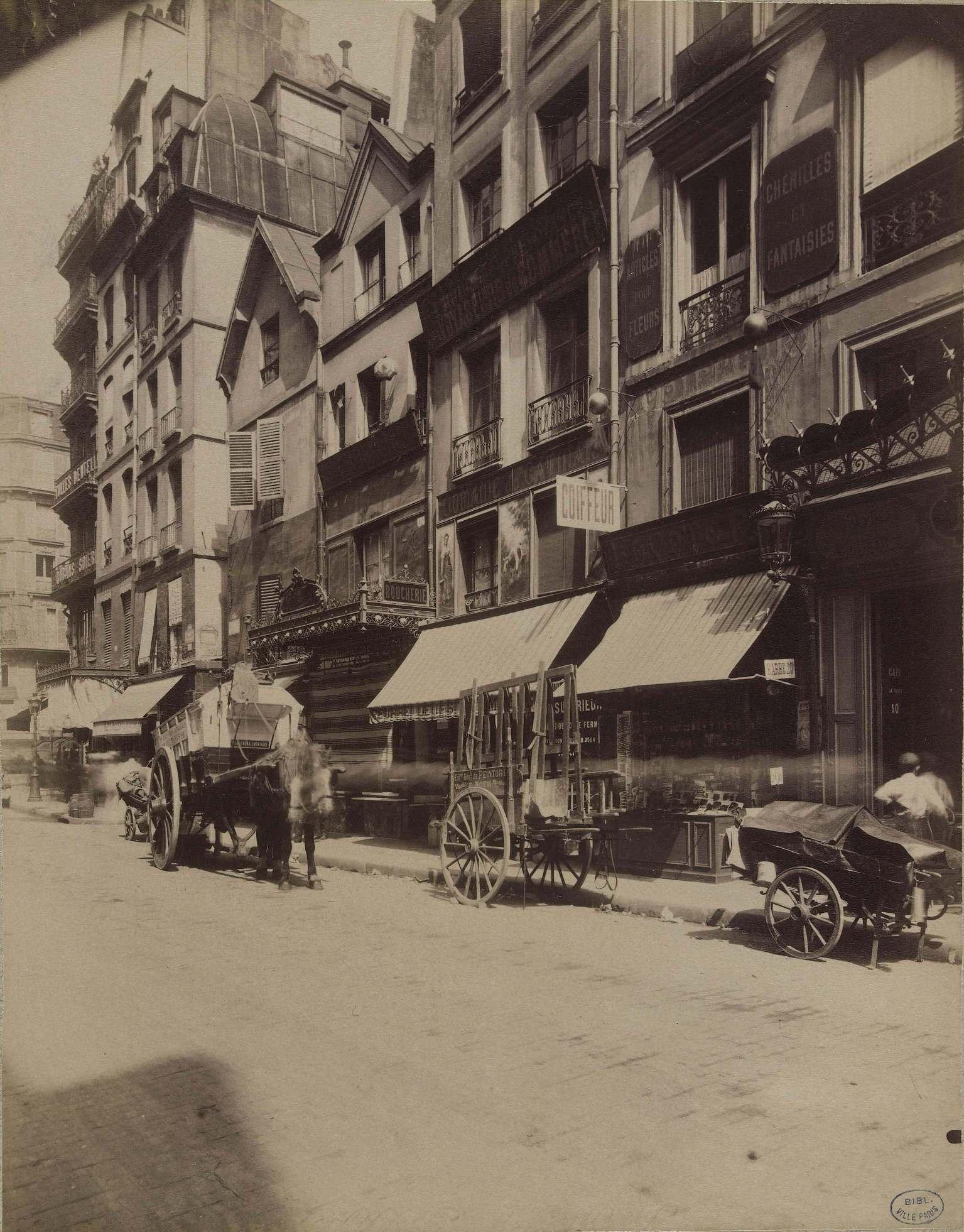 La rue et son mobilier : reflet du théâtre urbain |