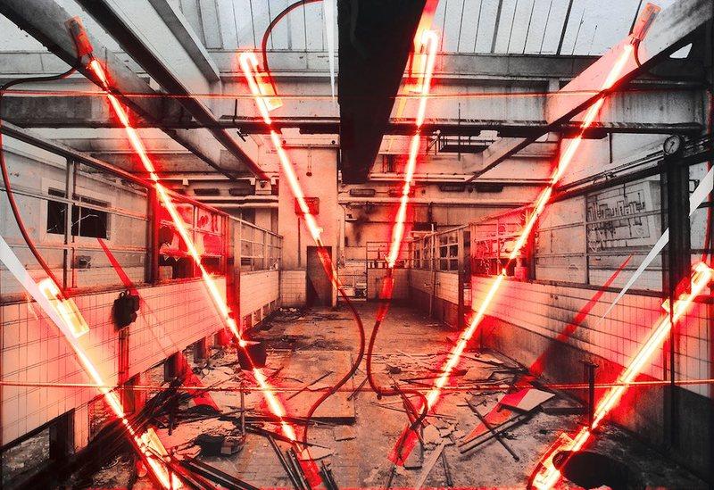 KATRE, Epinal Perspectives #1, 2018, photographie sérigraphiée sur deux plaques de verre, carton plume, encre aérosol, acide et LEDs, 59 x 84 cm