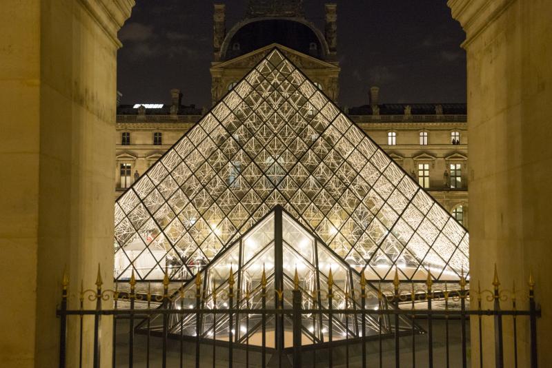 Pyramide du Louvre
