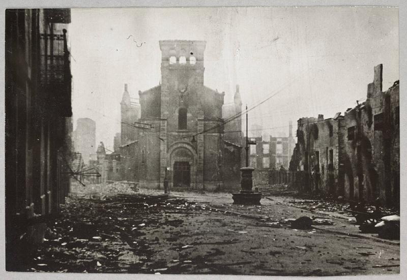 La ville de Guernica en ruines après le bombardement du 26 avril 1937