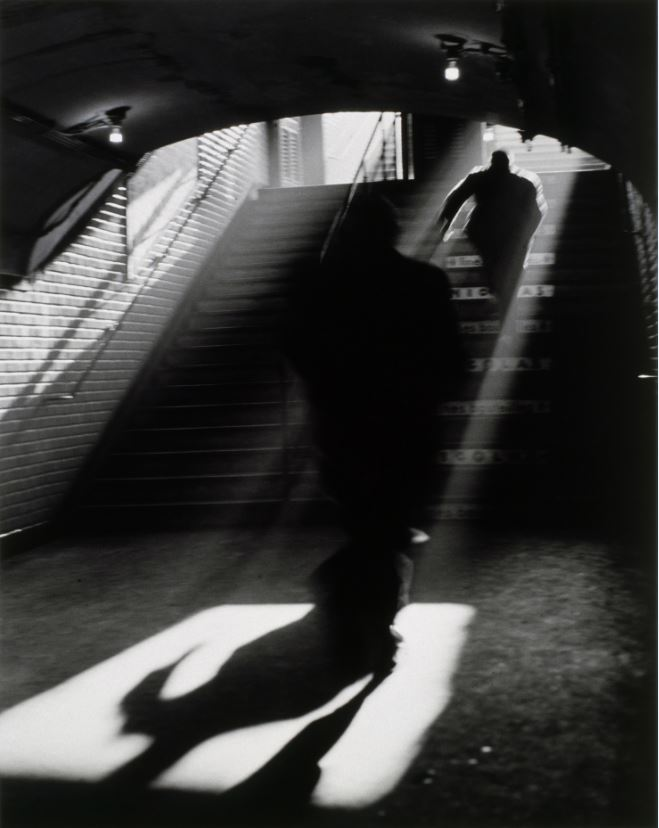 Sortie de métro, Paris, 1955