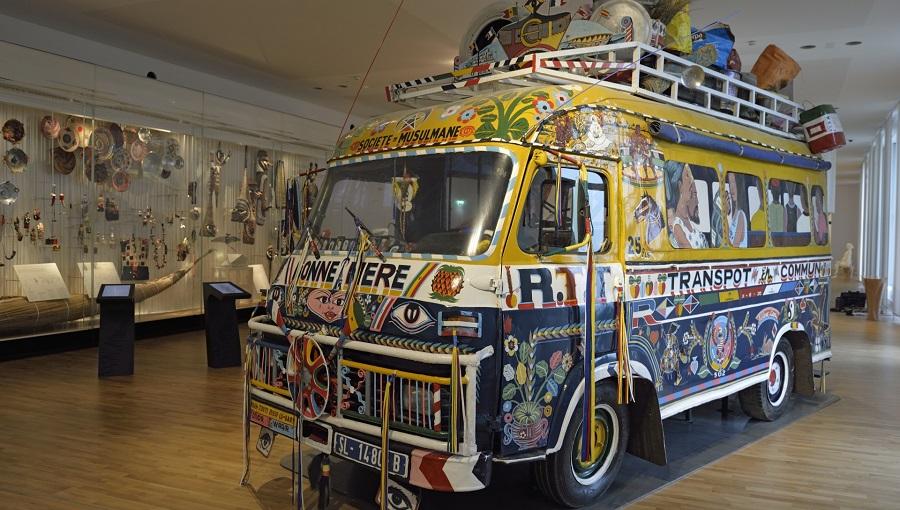 Galerie de l'Homme, le car rapide sénégalais