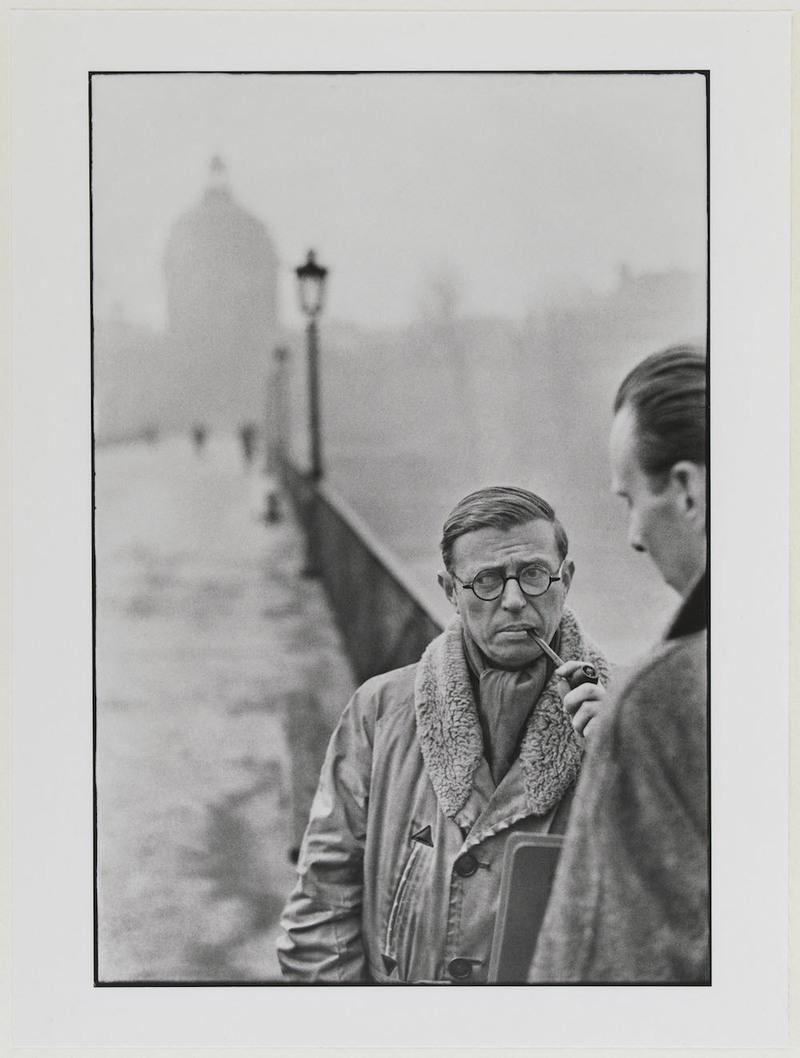Henri Cartier-Bresson, Jean-Paul Sartre et Jean Pouillon, 1946. Collection du musée Carnavalet – Histoire de Paris