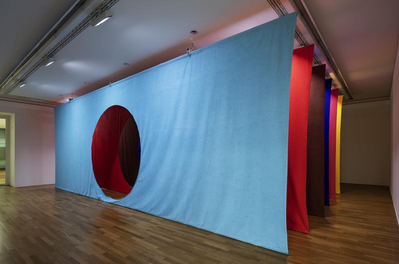 Ulla von Brandenburg, installation views SWEETS, QUILTS, SUN, Kunstmuseum Bonn, 2018-2019 photo : David Ertl