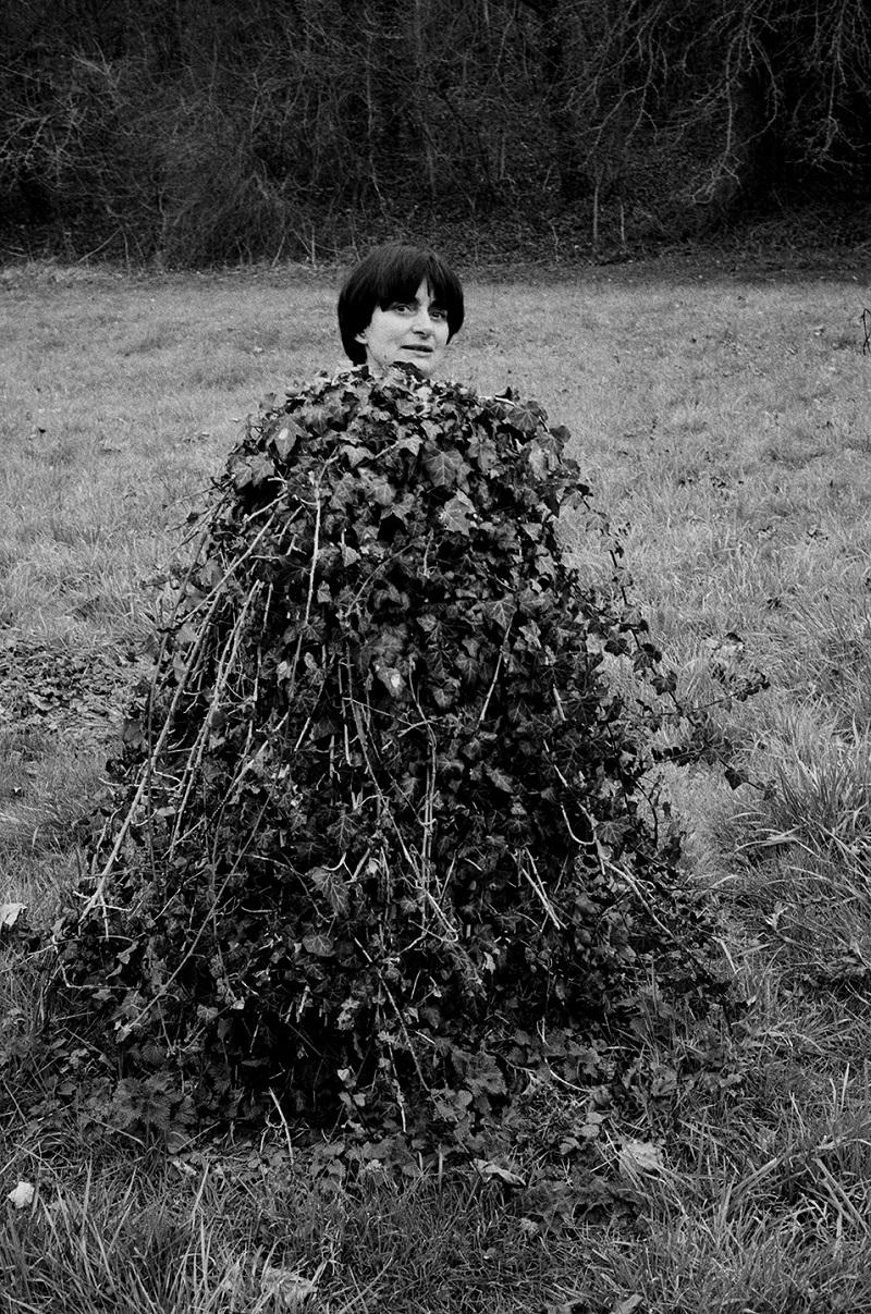 La réalisatrice et photographe Agnès Varda, Moulin d'Andé, France, 1983