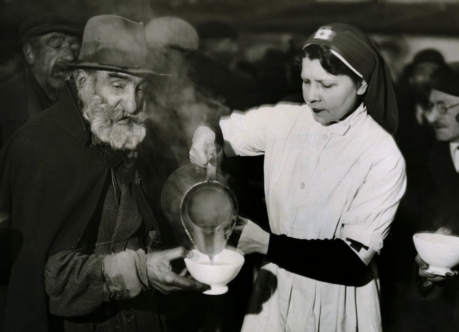 La « boisson chaude » a fêté aujourd'hui son premier anniversaire, gare Saint-Lazare. 2 69676 rations ont été distribuées à ce jour